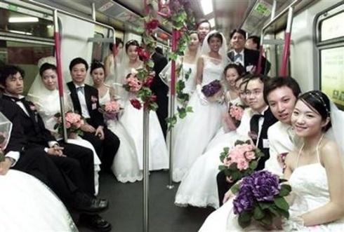 Gần 100 cặp đôi ở Hong Kong sẽ tổ chức đám cưới vào ngày 21/12. Ảnh: The Standard