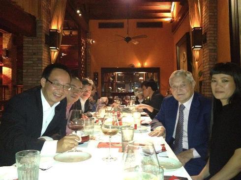 George Soros ăn tối cùng các doanh nhân Việt.