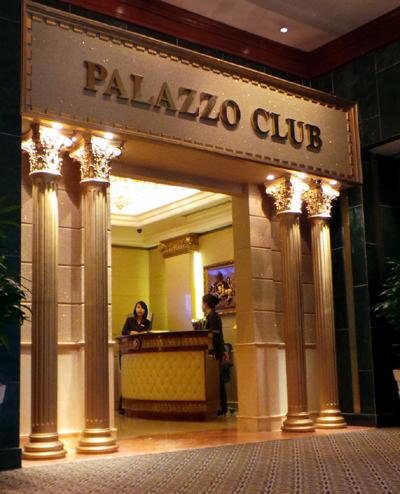 Câu lạc bộ Palazzo nằm trên tầng 1, bên trái khách sạn Sheraton. Địa chỉ này chỉ dành cho người có quốc tịch nước ngoài vào tham gia đánh bạc.