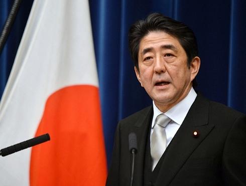Thủ tướng Nhật Bản Shinzo Abe cam kết sẽ chấm dứt giảm phát. Ảnh: Bloomberg