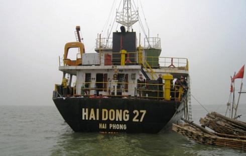 Trên thân có dòng chữ ghi Hai Dong 27. Theo thông tin mới nhất từ Bộ đội biên phòng tỉnh Thanh Hóa, Công ty TNHH Hải Đông, có trụ sở đóng tại phường Đông Khê, quận Ngô Quyền, Tp Hải Phòng đã lên tiếng nhận là chủ sở hữu con tàu này.