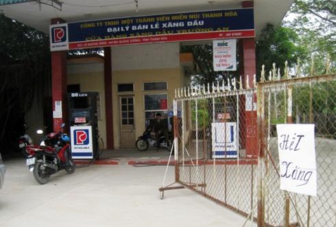 Một trong 2 cửa hàng của doanh nghiệp Trường An ngừng bán trưa 25/2 . Ảnh: Lê Hoàng