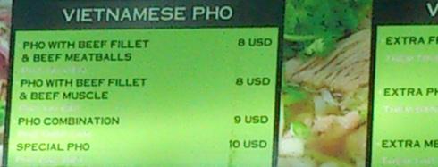 Giá một bát phở loại ngon ở sân bay cũng gần 200.000 đồng. Ảnh: PV