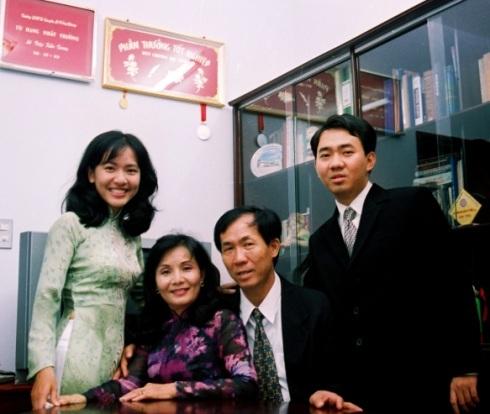 Gia đình Lê Diệp Kiều Trang. Ảnh: NVCC