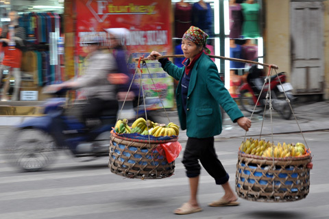 Nợ công trên mỗi đầu người Việt Nam vừa vượt ngưỡng 800 USD. Ảnh minh họa: Anh Quân