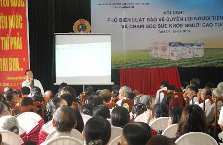 Tiến sĩ - Bác sĩ Nguyễn Hữu Toản tư vấn cho người cao tuổi các vấn đề về việc bảo vệ và chăm sóc sức khoẻ của người cao tuổi.