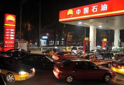 Giá xăng ở Trung Quốc do Chính phủ ấn định mức trần. Ảnh: Xinhua