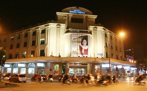 Trung tâm Thương mại Tràng Tiền thời kỳ sau Bách hóa Tổng hợp vào năm 2002.