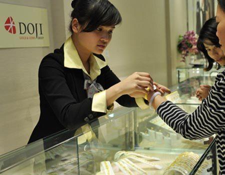 Các doanh nghiệp giảm mạnh giá mua vàng trước phiên đấu thầu. Ảnh: Anh Quân