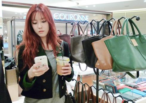 Couronne là một trong những thương hiệu Hàn Quốc đang khẳng định mình trong các nhãn hàng xa xỉ. Ảnh: T-araworld