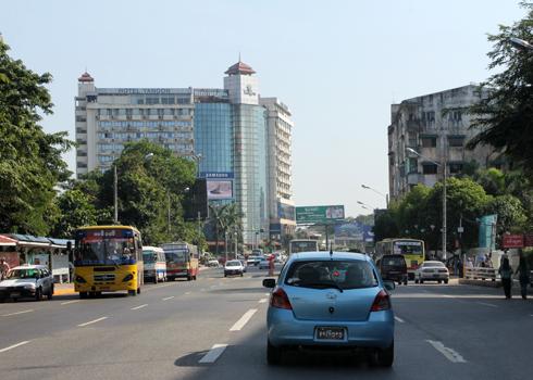 Thị trường bất động sản Yangon, Myanmar được đánh giá chỉ mới nóng 20 độ C, khan hiếm văn phòng cho thuê, căn hộ dịch vụ, khách sạn và có thể đạt 80 độ C vào năm 2018. Ảnh: Vũ Lê