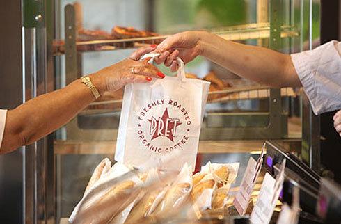 Chuối đang được bán chạy hơn bánh ngọt và bánh quy.