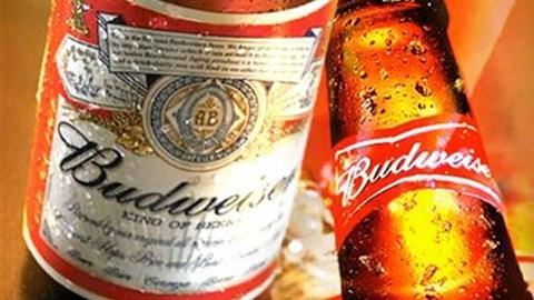 Budweiser là nhãn hiệu bia rất nổi tiếng của AB InBev. Ảnh: CNN