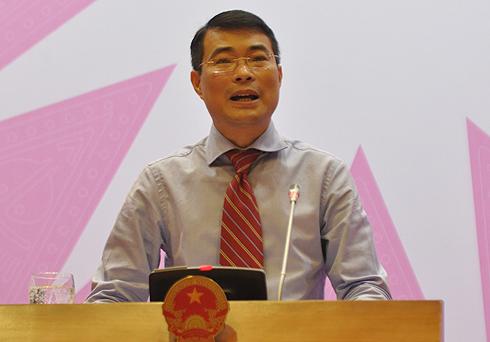 Phó thống đốc Lê Minh Hưng tại buổi họp báo chiều 26/4. Ảnh: Nguyễn Hưng