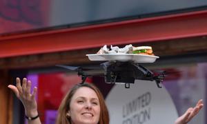 Phục vụ đồ ăn bằng trực thăng mini