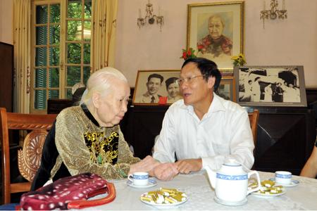 Hoang-Thi-Minh-Ho-JPG-1376869228_500x0.j