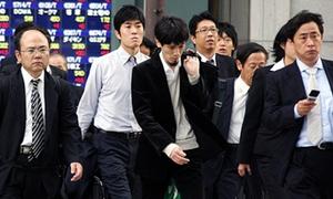Đàn ông Nhật bị vợ cắt tiền tiêu vặt