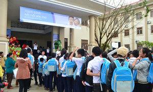 ACB tặng quà Tết cho 300 trẻ em nghèo, khuyết tật