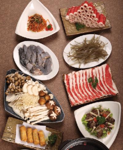 Nhắc đến Ashima, không thể không kể đến hương vị độc đáo của Lẩu nấm với nước lẩu là sự kết hợp cầu kỳ của xương ninh, nước cốt nấm cùng nhiều gia vị bí truyền khác.