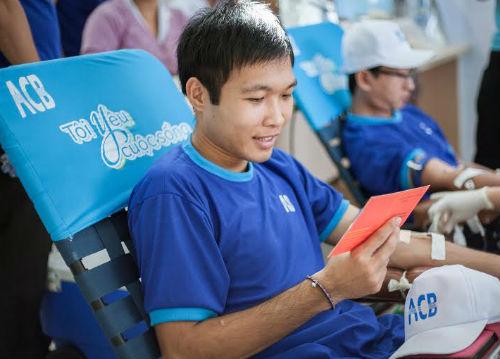 Tại TP.HCM, hành trình Tôi yêu cuộc sống đã tiếp nhận gần 350 lượt hiến máu của nhân viên ACB với 353,5 đơn vị máu được hiến tặng