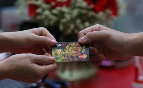 Sử dụng thẻ thanh toán thay cho tiền mặt đã phổ biến từ lâu tại các nước phát triển.