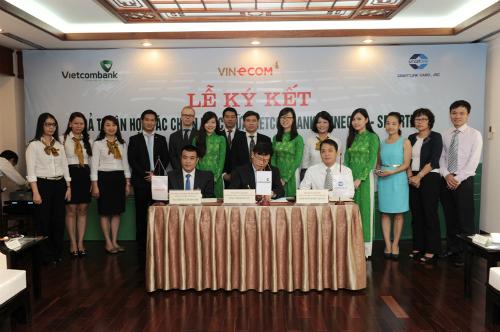 Vietcombank, Vinecom và Smartlink hợp tác chiến lược
