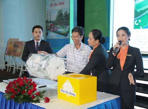 Nhieu-khach-hang-hao-hung-len-5851-8268-