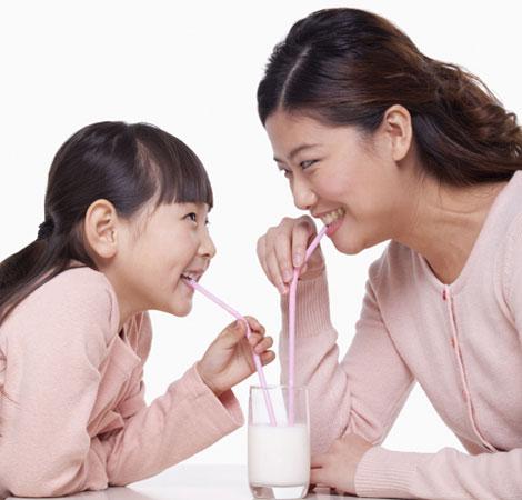 Nhờ có Kun Cookies, chuyện uống sữa của Bơ đã vui hơn trước.