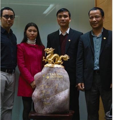 Đại diện Bảo Tín Minh Châu và Tân Á Đại Thành chụp ảnh lưu niệm tại lễ bàn giao.