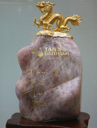 Rồng vàng 1.200 chỉ được Tập đoàn Tân Á Đại Thành đặt hàng chế tác tại Bảo Tín Minh Châu.
