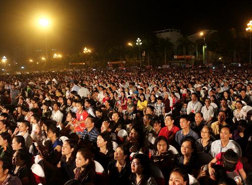 Chương trình thu hút sự có mặt của hàng ngàn người dân xứ Thanh