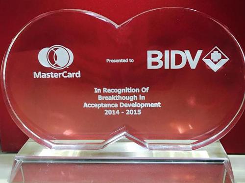 mastercard-ton-vinh-the-dong-thuong-hieu-bidv-vietravel