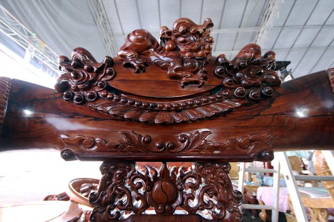 Bộ bàn ghế ngót tỷ đồng ở Hội chợ hàng Việt