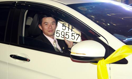 dia-oc-thuong-tet-bang-oto-va-hien-kim-hang-tram-trieu-dong-1