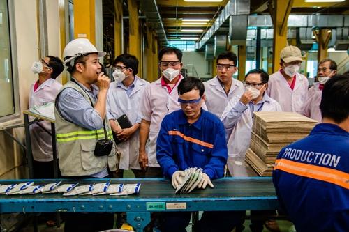 Các thành viên Câu lạc bộ Chuyên gia Cây ăn quả Bayer tham quan Nhà máy của Bayer tại Thành phố Biên Hòa, tỉnh Đồng Nai