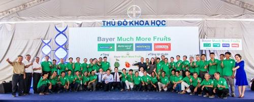 Các thành viên trồng cây xoài, thanh long và bưởi cùng đồng lòng phát triển ngành cây ăn quả tại Việt Nam.