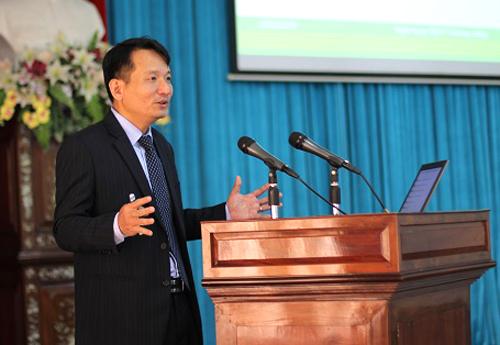 Ông Nguyễn Đình Tùng  Tổng Giám đốc OCB chia sẻ tại Hội Thảo
