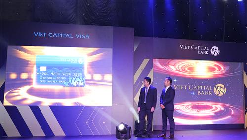 viet-capital-bank-ra-mat-the-tin-dung-dung-cong-nghe-3d