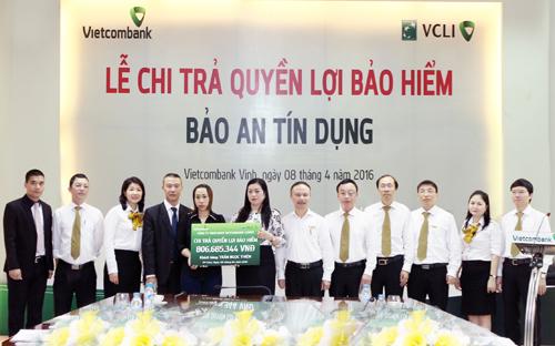 vietcombank-chi-tra-hon-800-trieu-bao-hiem-cho-khach-hang