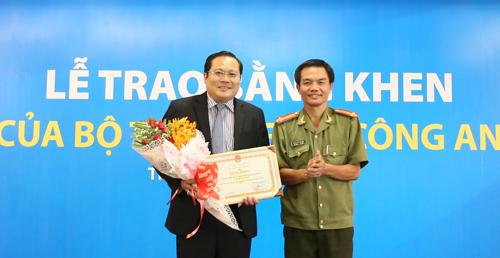 sacombank-nhan-bang-khen-cua-bo-truong-cong-an