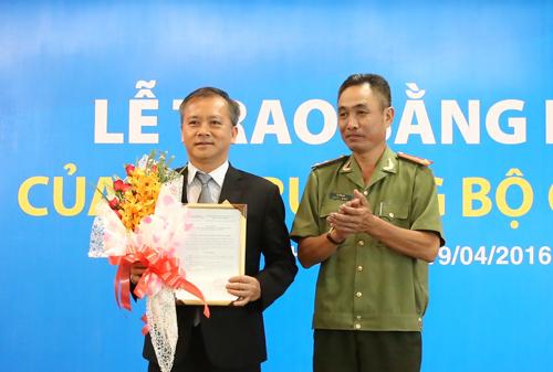sacombank-nhan-bang-khen-cua-bo-truong-cong-an-1
