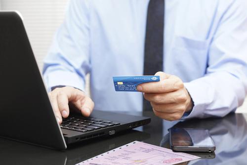 Để biết thêm thông tin chi tiết về việc mở thẻ, sử dụng thẻ, Quý khách vui lòng truy cập https://card.vietcapitalbank.com.vn hoặc liên hệ Tổng đài Chăm sóc khách hàng: 1800 555 599.
