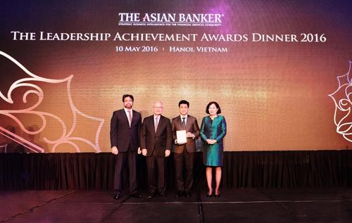 vietcombank-nhan-3-giai-thuong-cua-the-asian-banker-1