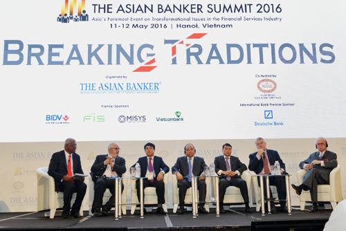 vietcombank-nhan-3-giai-thuong-cua-the-asian-banker