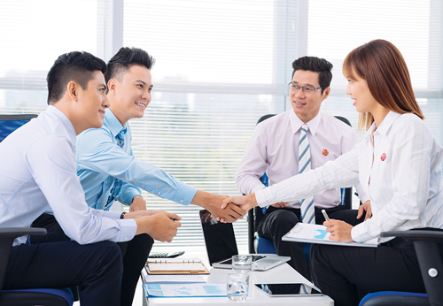 Để biết thông tin chi tiết, khách hàng có thể liên hệ các điểm giao dịch của Viet Capital Bank trên toàn quốc; truy cập website www.vietcapitalbank.com.vn hoặc liên hệ Hotline 1800555599