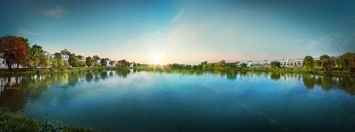 Hồ cảnh quan 3,6ha đóng vai trò quan trọng trong tổng thể không gian xanh tại Lakeview City. Theo chủ đầu tư là Tập đoàn Novaland, không chỉ riêng tại thị trường Việt Nam mà tại hầu hết các quốc gia phát triển trên thế giới, loại hình bất động sản ven hồ cũng là lựa chọn ưu tiên của giới thượng lưu bởi biên độ tăng giá nhanh hơn bất động sản cùng phân khúc (từ 15% trở lên) và hiệu suất đầu tư đảm bảo gia tăng bền vững.
