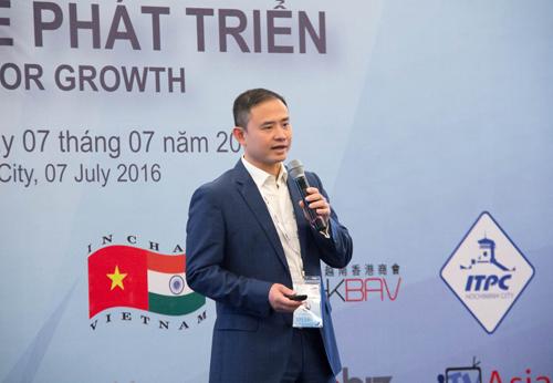 Ông Trần Nhất Minh  Phó Tổng giám đốc VIB chia sẻ về lợi thế cạnh tranh từ công nghệ số