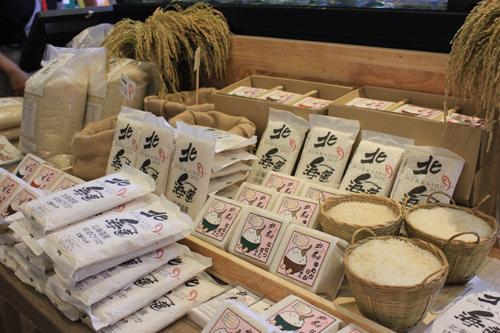 Gạo Hokkaido được bán tại Sushi Hokkaido Sachi Vincom - Tầng B3-10A Vincom Center Đồng Khởi, 72 Lê Thánh Tôn, quận 1; 40 - 42 Đông Du, quận 1; 139A-B Nguyễn Trãi, quận 1, TP HCM.