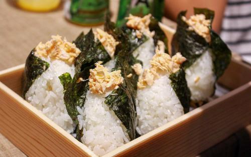 Vì vậy từ ngày 16/7/2016, toàn bộ hệ thống Sushi Hokkaido Sachi tại TP HCM sẽ sử dụng 100% nguyên liệu gạo nhập từ Hokkaido cho các món ăn trong nhà hàng. Ngoài ra, đây còn là nơi phân phối chính thức loại gạo này tại TP HCM. Ông Narita Kiyonori kỳ vọng việc đưa vào sử dụng và phân phối gạo Nhật chính thống tại Việt Nam sẽ mang đến những trải nghiệm đẳng cấp Nhật Bản cho khách hàng của công ty.