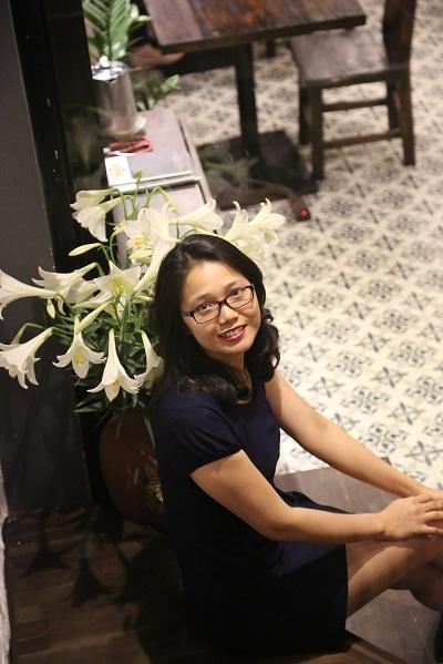 phong-van-nu-can-bo-ngan-hanh-xinh-dep-sang-lap-chuoi-nha-hang-kampong-chicken-house